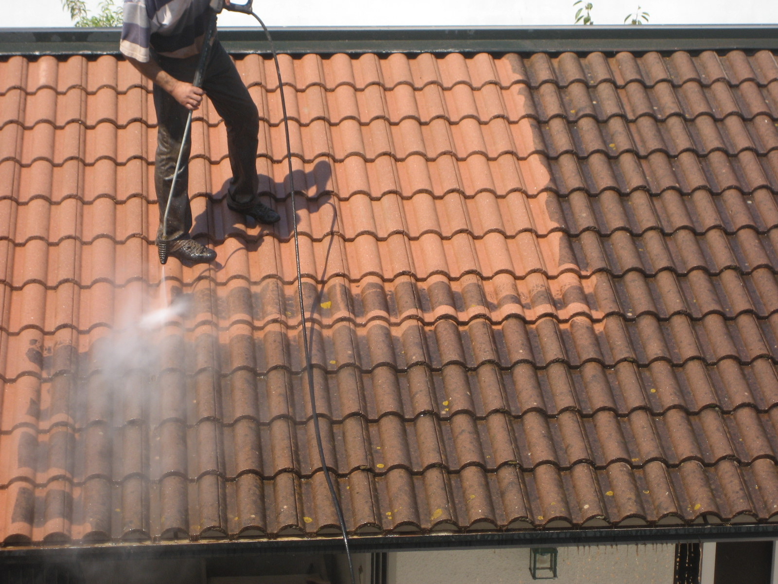 comment nettoyer sa toiture en tuile