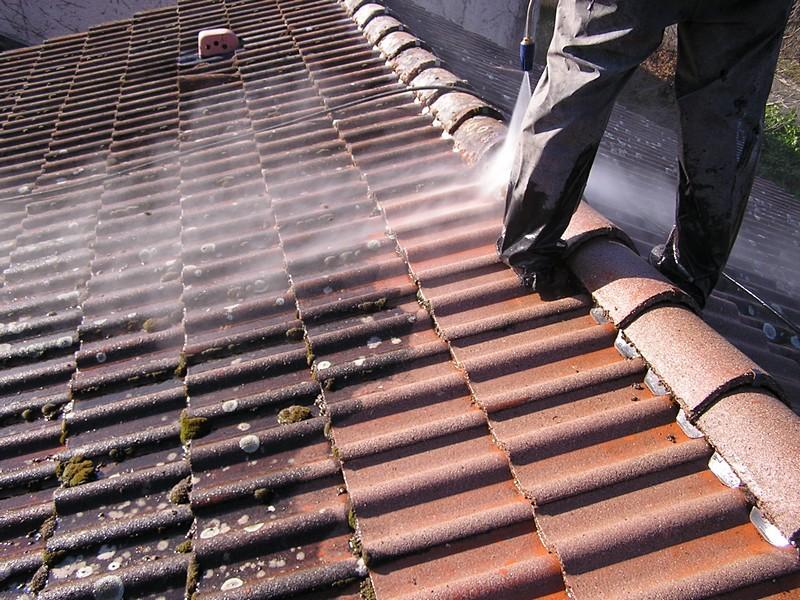 Le nettoyage de la toiture au kracher : les points à savoir